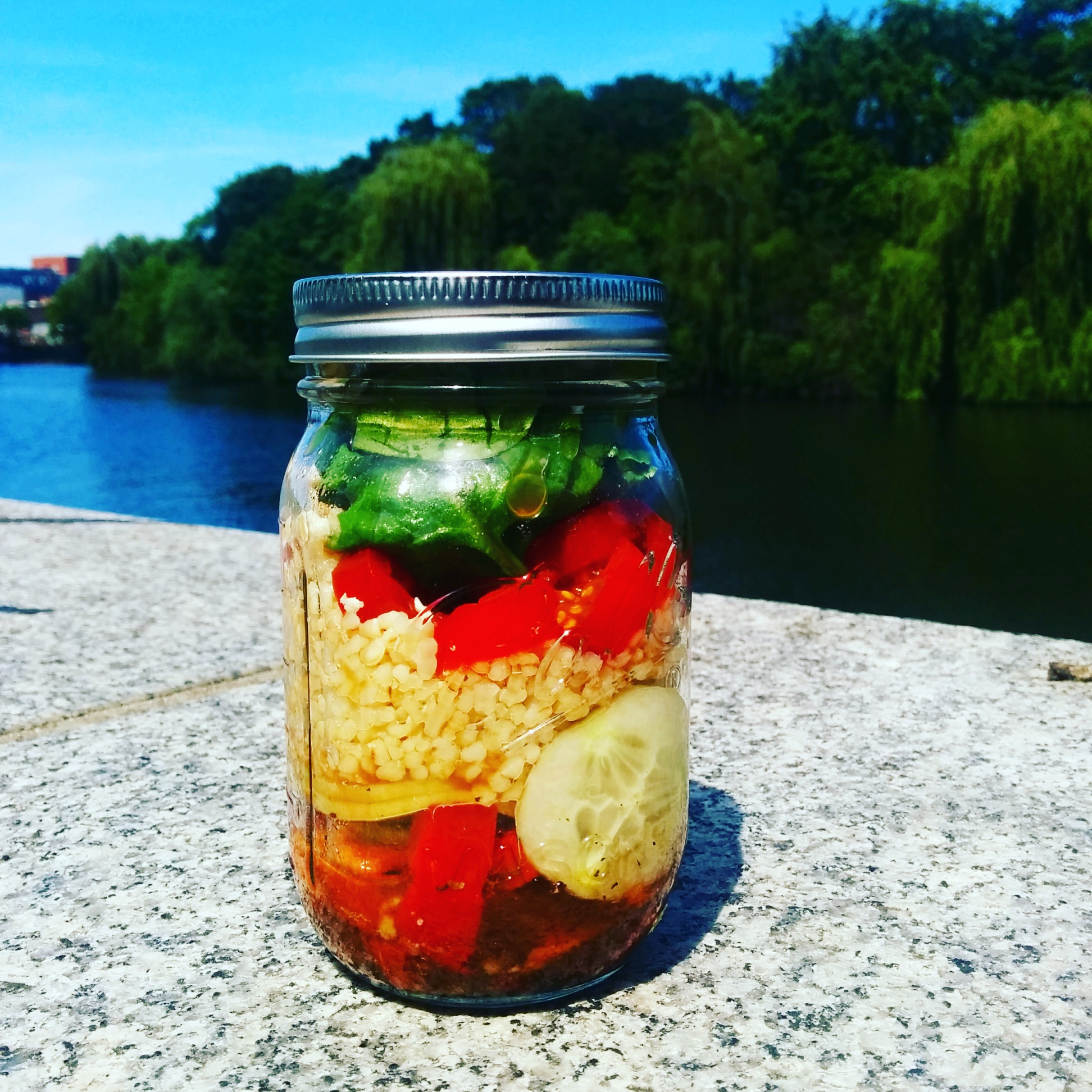 How to prepare a healthy lunch: Mason Jar Salad